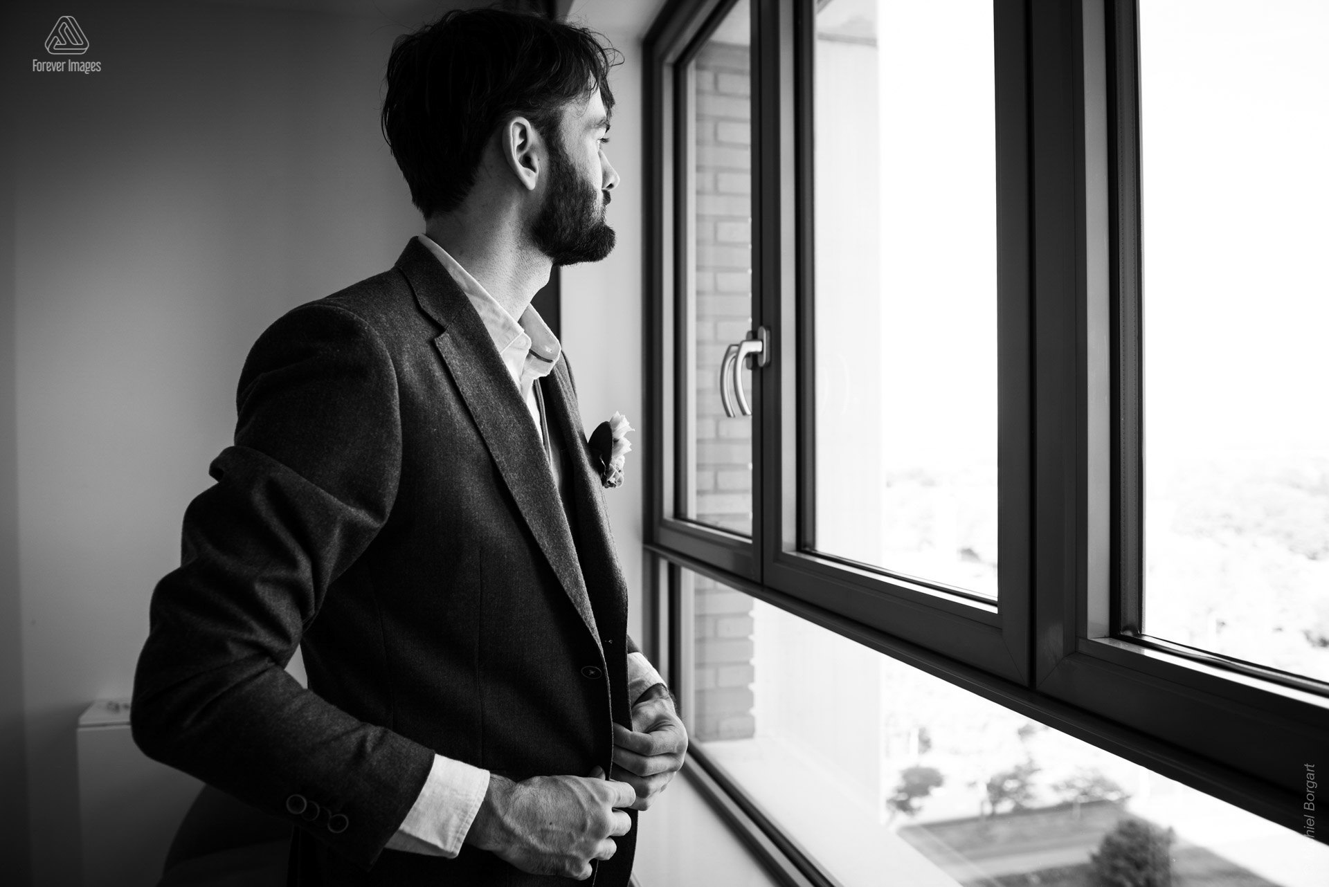 Wedding photo black and white groom on his own | Wedding Photographer Michiel Borgart - Forever Images.