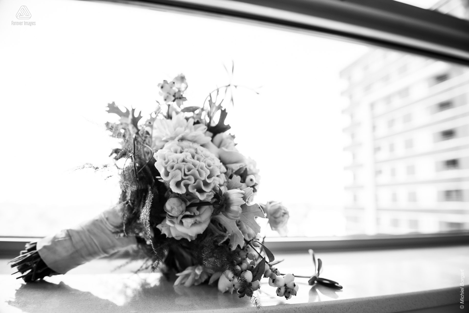 Bridal photo detail black and white wedding bouquet | Wedding Photographer Michiel Borgart - Forever Images.