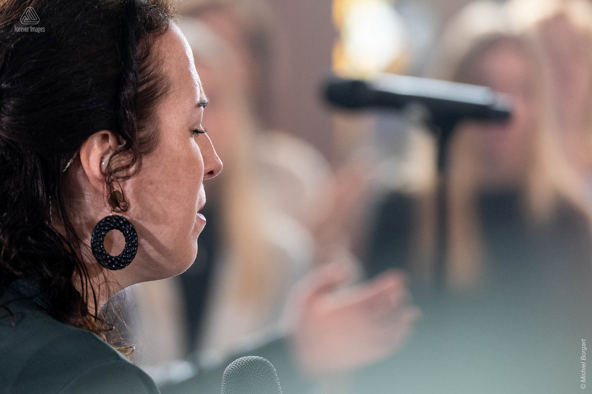 Portrait photo singer concert worship | InSalvation Gouwekerk Gouda Sifra Bekx | Photographer Michiel Borgart - Forever Images.