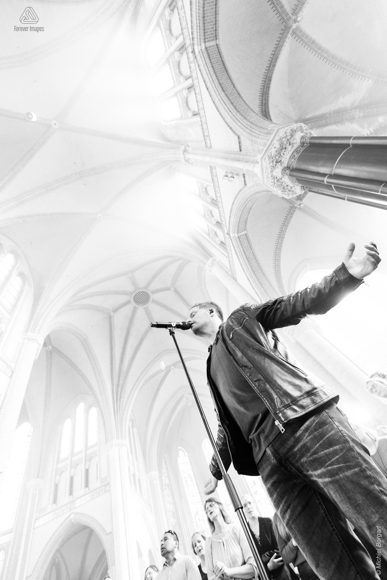 Black and white photo neo-gothic worship leader singer | InSalvation Gouwekerk Gouda Jafeth Bekx | Photographer Michiel Borgart Forever Images.