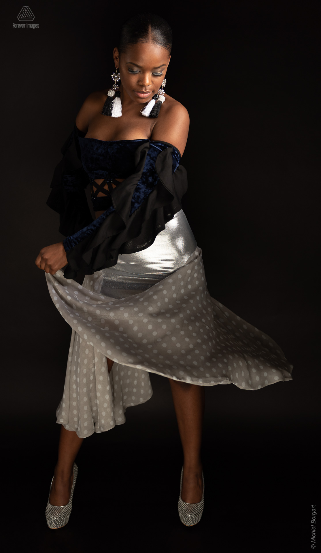 Fashion photo blue top with silver skirt | Mariangel Dolorita Miss Reina Seu Ronald Rizzo Piu Colore | Fashion Photographer Michiel Borgart - Forever Images.
