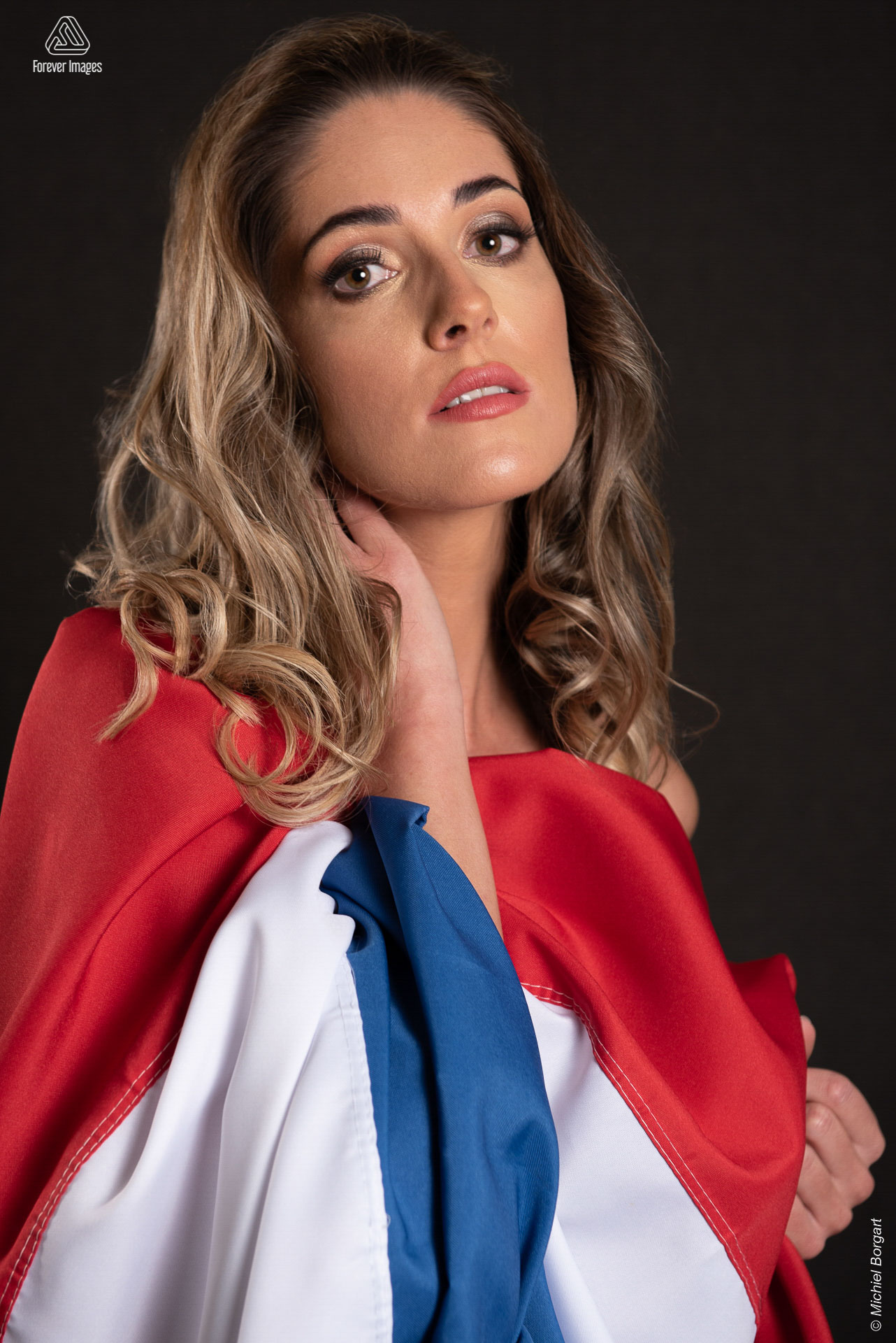Portrait photo with national flag | Cindy Verkaik Miss Planet Netherlands Vicky Foundation | Portrait Photographer Michiel Borgart - Forever Images.