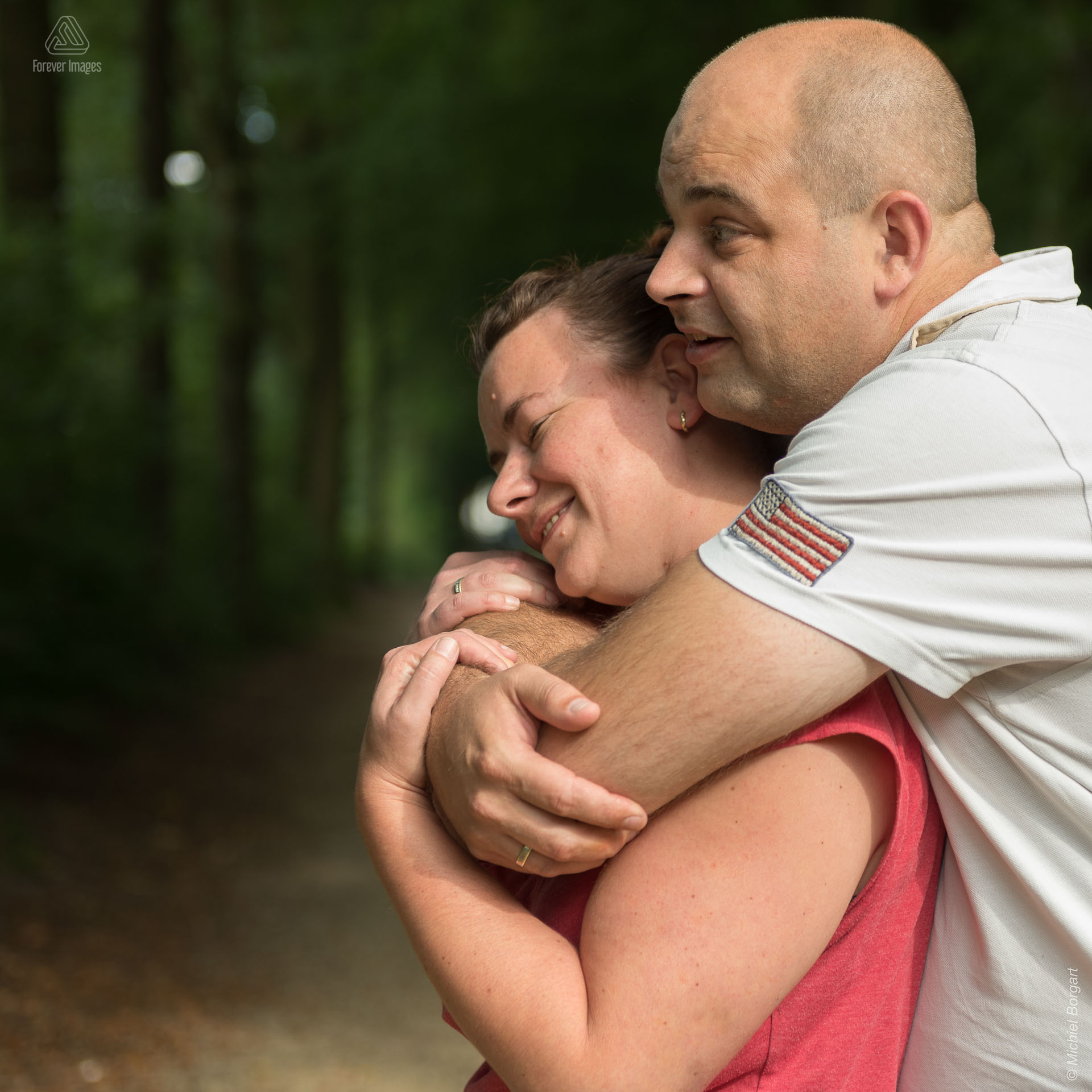 Loveshoot young married couple in forest | Portrait Photographer Michiel Borgart - Forever Images.
