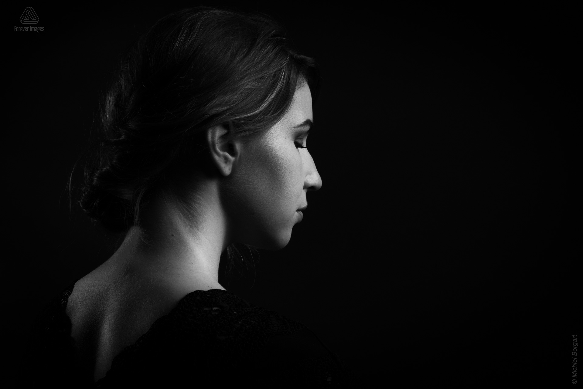 Portrait photo black and white young lady looking sideways serene peaceful low key | Noah Doornebal | Portrait Photographer Michiel Borgart - Forever Images.